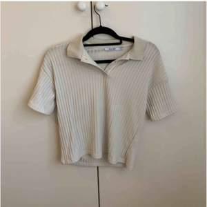 Supersnygg tröja men som tyvvär inte passar mej, bra kvalite från nakd, frakt tillkommer