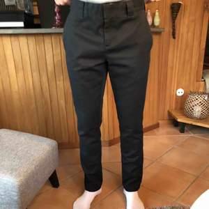 Svarta dickies slim fit byxor som knappt är använda
