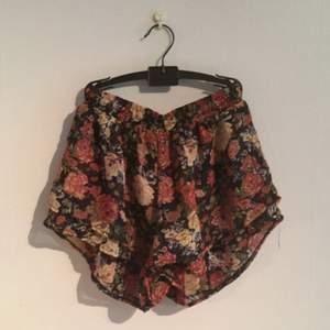 Blommiga somriga shorts köpte i Barcelona. Använda två gånger