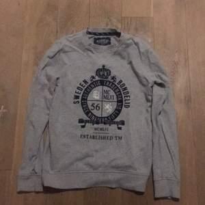 En grå Sweatshirt från Bondelid. Storlek Small. Kan skickas eller mötas i Stockholm.