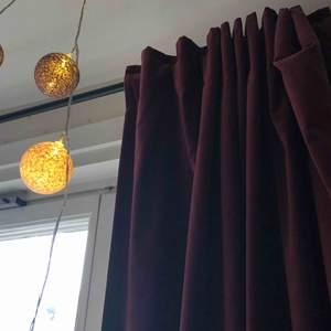 💜säljer dessa super snygga gardiner från Ikea. Passar året om! Ger bra mörker i hela rummet!💜