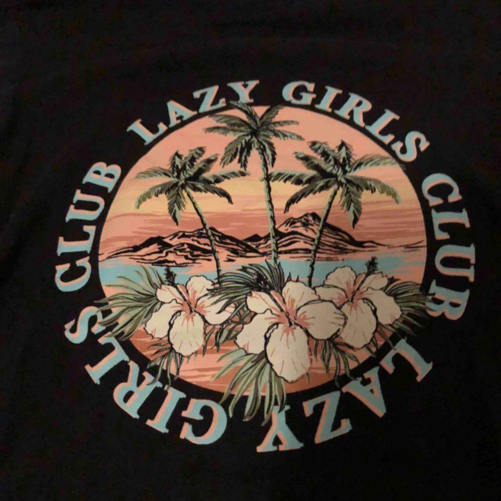 Såå snygg t-Shirt ifrån Gina Tricot, använd ett fåtal gånger . T-shirts.