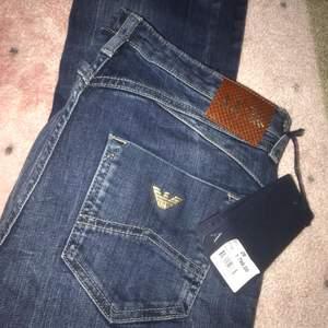 Äkta Armani jeans från NK. 1800:- nypris, aldrig använda. Vill kolla lite om det finns intresse o vad ni kan tänka er betala?🤗💕