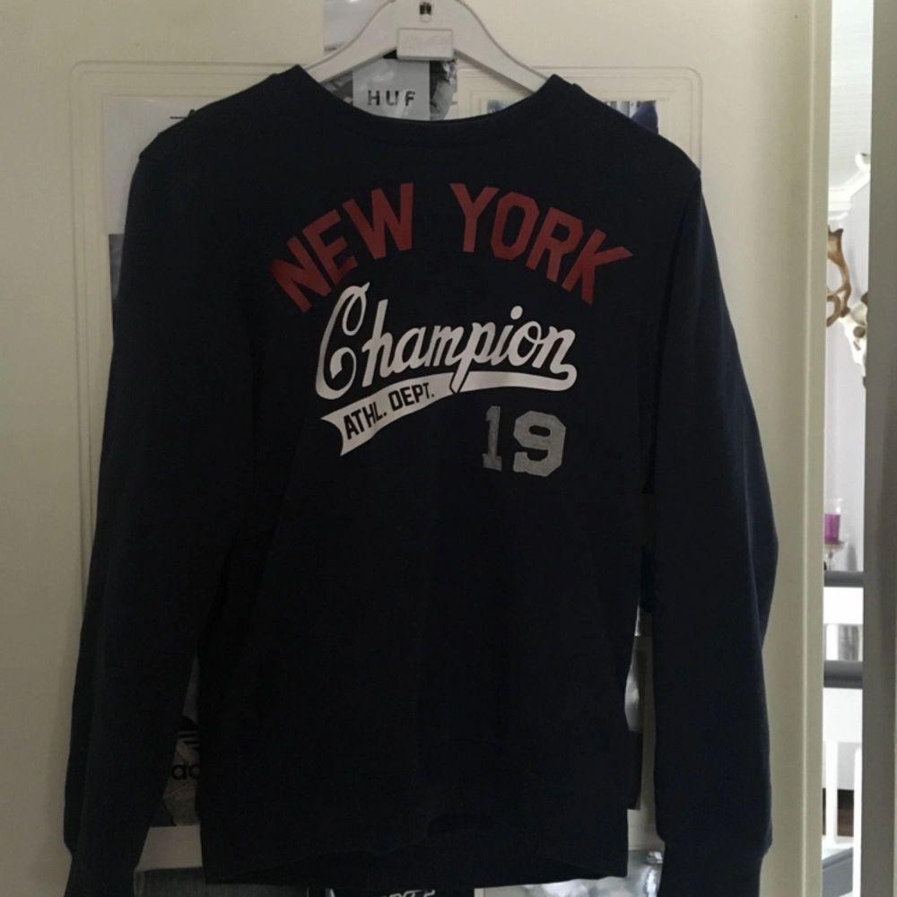 Tjocktröja från Champion Köpare står för frakt. Huvtröjor & Träningströjor.