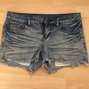 Snygga jeansshorts från Vila. Frakt tillkommer med 39 kr 🌿