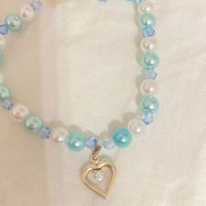 Äkta silver hjärta med blåa pärlor, handgjord och helt oanvänd. Köp gärna!! (Frakt 16kr)