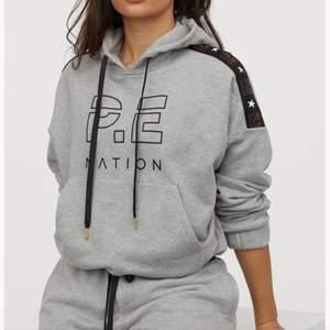Hoodie från PE Nation köpt på H&M