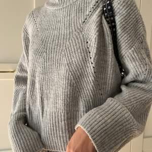 grå stickad tröja i storlek xs/s från hm som inte används längre💕💕anvönd men i bra skick👍🏻pris ink frakt