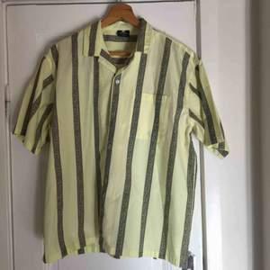 Gul skjorta från Sweet sktbs💛 Oanvänd.  Lite frakt tillkommer!