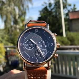 En timeless (lol) Gant klocka. Super fint läderband. Denna klocka använde jag väldigt länge sen och därmed säljer. Klockan håller tid och datum, den är rosegold