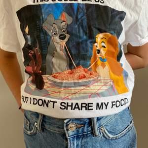 Nu säljer jag denna oversize tröja från new yorker. Kostar 25kr + frakt. På trycket står det: This could be us but I dont share my food. Tvättas såklart innan den fraktas.