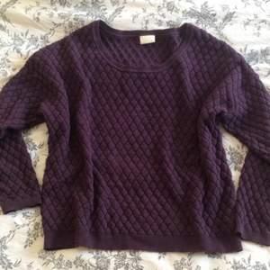 En lila, stickad, oversize tröja från vila Använd ett fåtal gånger Kan skickas mot fraktkostnaden