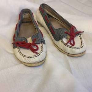 Jättefina använda (därav priset) ballerinaskor skor från Vagabond. Äkta skinn. Ska vara storlek 40 men är 39:or. Kan mötas upp i Stockholm eller Uppsala samt posta (köparen står för frakten)! :)