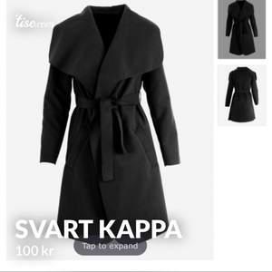 Jättefin svart kappa som är köpt av en annan tjej på tise därav inte min bild, jag säljer den för att den inte kommer till så mycket användning, använd några gånger, pris kan diskuteras. Kom privat för frågor 🤎🤎🤎