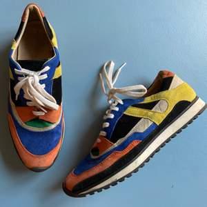 Fina sneakers från Zara i mocka, storlek 38. Använda men i fint skick. Säljes pga att de inte används. Väldigt sköna!