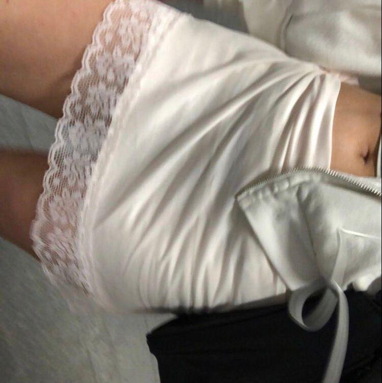 Så söt tunn kjol. Använde i somras, knöt upp den och hade en vit tajt kjol under! . Kjolar.