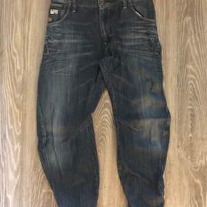 Fina jeans från g-star raw. Storlek- midja: 32 längd:34. Köparen står för frakten. Fraktar endast
