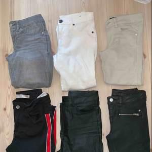 Olika jeans och byxor. 1. Ginatricot XS 150kr 2. Vita dr denim med hål på knäna XS 150kr 3. Beiga bikbok byxor. XS 100kr 4. Zara byxor med revär på sidan S 200kr 5. Coated jeans bikbok XS 150kr 6. Coated byxor XS 150kr