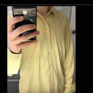 Skjorta från Our Legacy i storlek 46. Den är så gott som ny. Väldigt lätt och följsam.