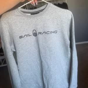 Jättefin och skön sweatshirt från Sail Racing i storlek S💕