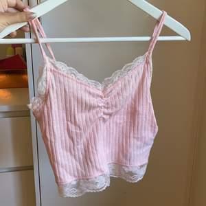 Säljer detta gulliga linne i en ljusrosa färg, strl S! Aldrig använd✨ Säljs för 50kr+22kr i frakt😊
