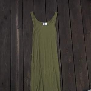 En snygg grön maxiklänning, bra skick