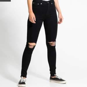 Intressekoll ifall någon är intresserad av att köpa dessa jeans från lager 157, priset kan sänkas också 🐬