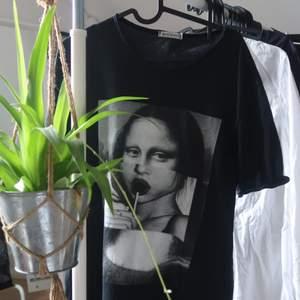 Supercool tröja som är köpt i Kroatien! Nästan aldrig använd. Buda på😊