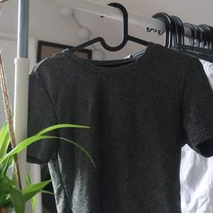Super najs glittrig T-shirt! Endast använd en gång!
