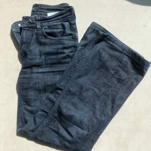 Supernajs mörkblå jeans i den perfekta passformen. Från sand!