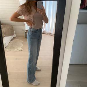 Säljer mina Yoko jeans från Monki i färgen light blue. 300kr + frakt elr mötas upp.