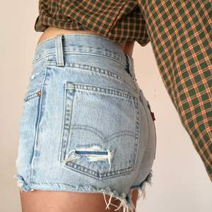 superfina levis shorts som börjar bli för små för mig! är 174 för referens! frakt (49kr) ingår ej i priset💙