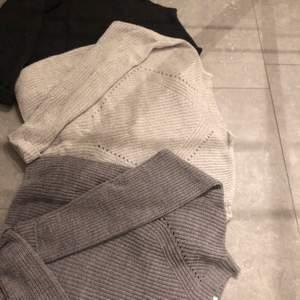 Tre tröjor, ljusgrå, mellan grå & mörk grå/svart. Fint skick. Endast den ljusa som är använd vid något tillfälle. Alla tre för 300 + Frakt tillkommer eller 1 för 100kr styck😁 Endast den ljusa kvar!