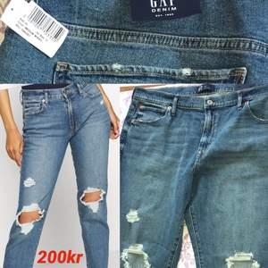 Helt nya. 33/16 gap tulpan girlfriend jeans kostar 499kr på zalando säljer för 200kr