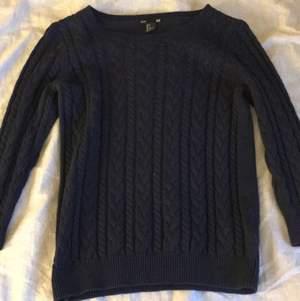 marinblå stickad tröja från H&M. använd ett fåtal gånger. 💙💙💙