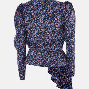 Säljer denna otroligt söta toppen från missguided som jag beställt av misstag. Blusen har prislappen kvar.