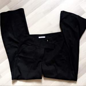 Kostymbyxor ifrån Vila, använda 2 gånger. Fint skick!