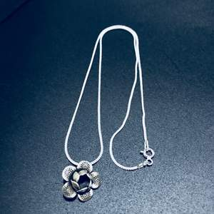 Silver jewellery 925 Sterling Silver Necklace Chain Snake Chain style   ( new condition 👍)  Silver Necklace Sweet  design  🌺 handmade as a Lanna native handmade.  is unique, beautiful and elegant.  * 925 sterling Silver  Chain  41 cm(16