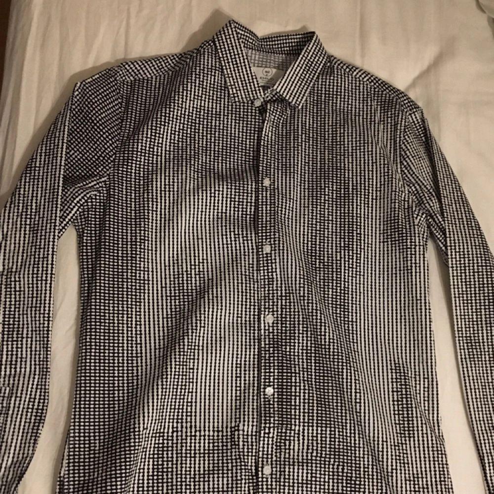 Snygg skjorta från emilio Aldrig använd. Skjortor.