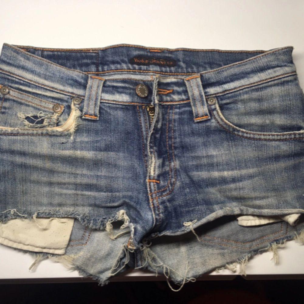 Jeansshorts från Nudie jeans i storlek small/27. Shorts.