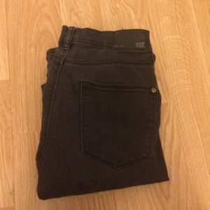 Grå skinny jeans från lager 157 storlek medium
