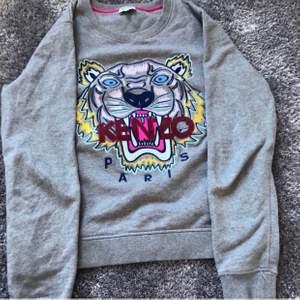 Kenzo tröja i strl M men passar även mig som brukar ha XS. Så allt mellan XS-M. Köpt för 2000kr men säljs för 500kr