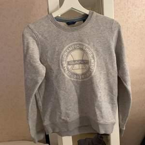 Gant sweatshirt, i nyskick. Frakt tillkommer
