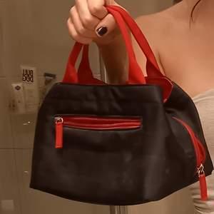 En super fin handväska från humana som är använd 1 gång!! 🌠