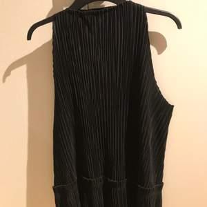 Säljer detta superfina linne med hög hals och detaljer 🤍