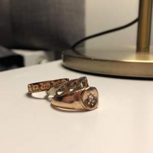 1 för 20:- alla för 50:-🌟                                         Passar någon som har strl S/M om man köper ringar i butik. Osäker på fraktkostnad, så bara att höra av sig vid aktuella frågor:)