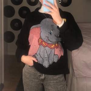 Säljer min Dumbo sweatshirt från Zara i strl M, använd några gånger, köparen står för frakten💕
