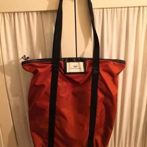 Shopper väska i jättebra skick, köpt i Åhléns