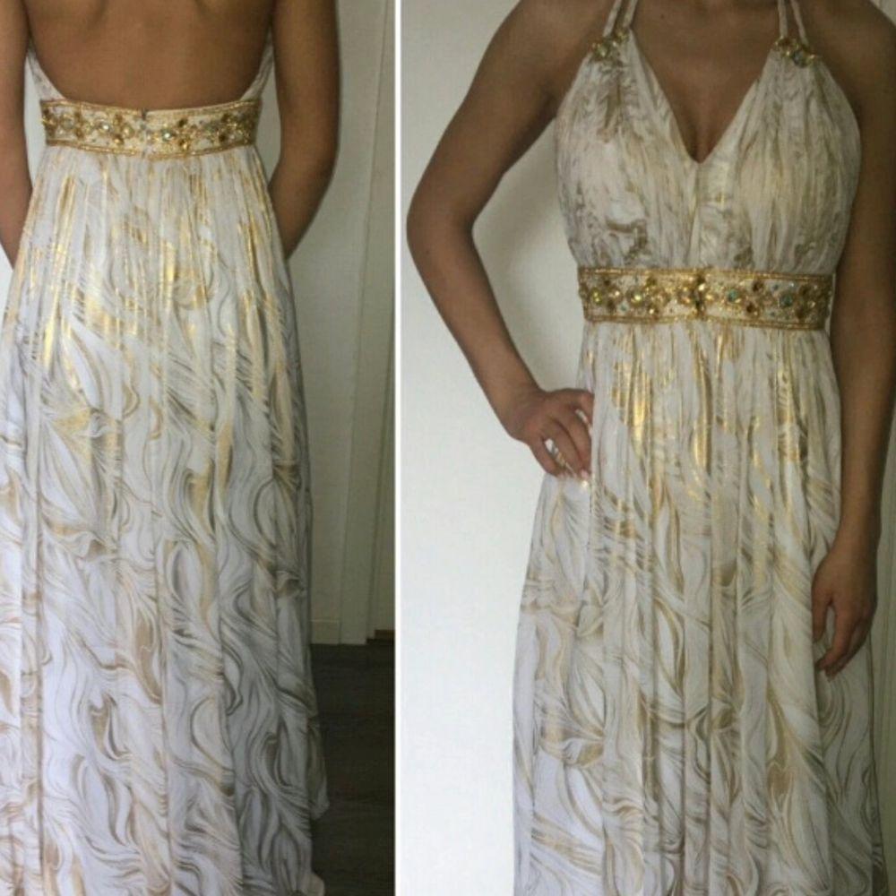Grekisk inspererande klänning, snygga fina detaljer. använd 1 gång. . Klänningar.