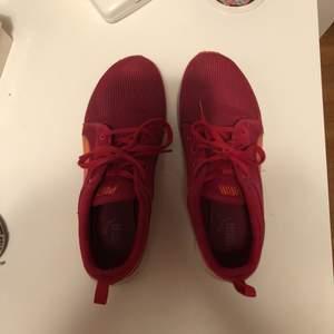 Snygga äkta puma skor. Sparsamt använda!!!